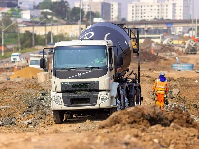 Polimix Concreto adquire 150 caminhões Volvo VM Light Mixer