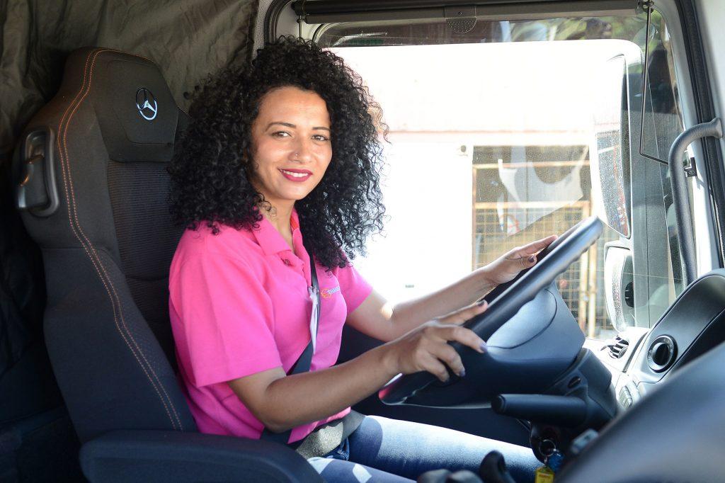 Segundo levantamento do It Talks Conference, mulheres são 17% de trabalhadores na área de transporte