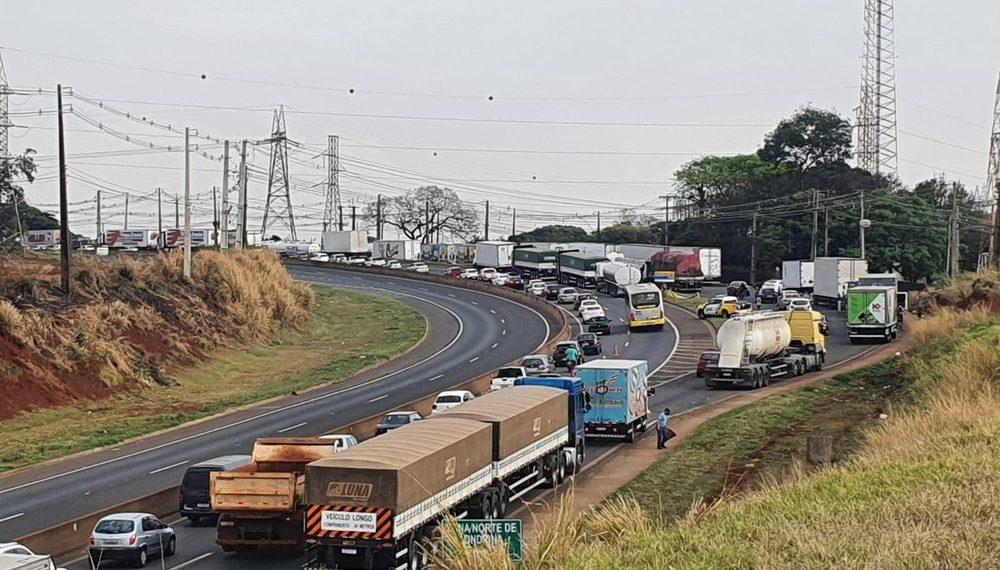 Diversos estados do Brasil registram bloqueios parciais de caminhoneiros em rodovias