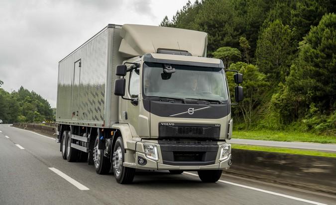 Volvo lança versão 2022 do modelo VM com mudanças internas na cabine